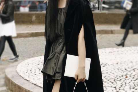 如何评价杨超越在miumiu2020春夏巴黎时装周的看秀造型?