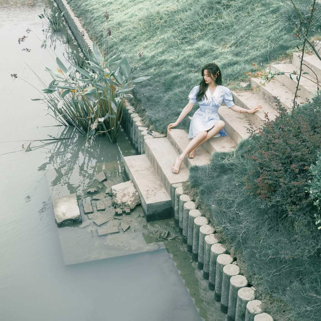乡下老房子边上的杨超越美图【11P】