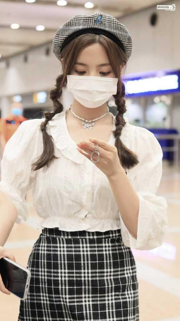 """020.09.17杨超越机场美图【8P】"""""""