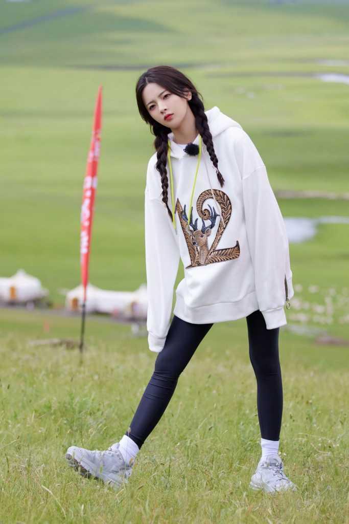 《极限挑战·宝藏行Ⅱ》杨超越在呼伦贝尔大草原上的美图【9P】